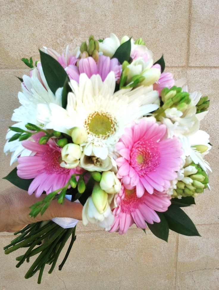 Lindsay 39s bridal bouquet used a mixture of White Gerbera 39s and Pink Mini
